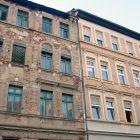 Häuserreihe alt und neu