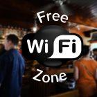 Blick in Cafe mit Wifi-Symbol im Vordergrund